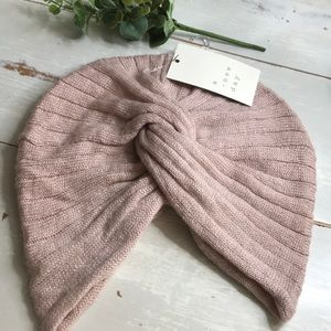 Elegant blush winter hat ❄️